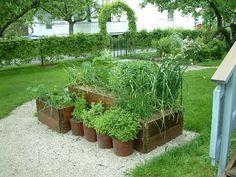26 Great ideas for a vegetable garden in DIY wooden beds Balcony Garden, Herb Garden, Home And Garden, Pallet Collars, Vegetable Bed, Raised Garden Beds, Raised Beds, Wooden Diy, Wooden Beds