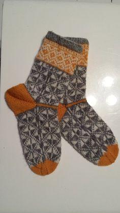 tantulltuss.blogg.se - denna blogg handlar om en tant som går igång på garn, stickning, trädgård o bakning Crochet Socks, Knitting Socks, Baby Knitting, Knit Crochet, Lots Of Socks, Marimekko Fabric, Simply Knitting, Knit Leg Warmers, Colorful Socks