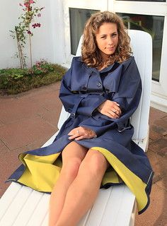 Mackintosh Raincoat, Rain Fashion, Rubber Raincoats, Girls Rules, Raincoats For Women, Rain Wear, Preppy Style, Women Wear, Lady