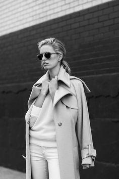 "Karolina Kurkova en ""7 días 7 miradas de Karolina Kurkova"" para Vogue España"