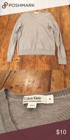 Men's XS Marino wool sweater Shrunk in dryer - fits like a small/XS. Still fantastic quality! Soft Marino wool, great form fit. Calvin Klein Sweaters V-Neck