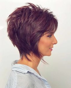 2020 Hair Trends For Women 2020 Hair Trends For Women pictures and tips today will be shared with you. You should know that 2020 hair color trends and will shape the fashion stages these frisuren frauen frisuren männer hair hair styles hair women Short Shag Hairstyles, Short Haircut, Short Hairstyles For Women, Straight Hairstyles, Classy Hairstyles, Short Hair With Layers, Short Hair Cuts For Women, Short Wavy, Short Hair Trends