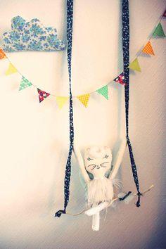 Raphaëlle:  Raphaëlle, poupée brodée et réalisée à la main, en lin, pièce unique. (55cms de haut), papillon en lin et liberty, balancoire en bois et liberty.