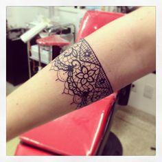Tatuagem feita por Maurício Aquino. #tattoo #tatuagem #ink #renda