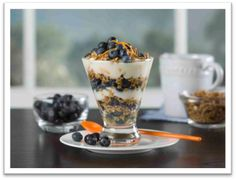 Fresh Chilean Blueberry and Orange Yogurt Breakfast Parfait. Use fresh Chilean fruit in your recipes! #fruitsfromchile