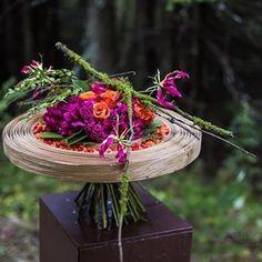 Afbeelding kan het volgende bevatten: bloem, plant en buiten Contemporary Flower Arrangements, Floral Arrangements, Art Floral, Floral Design, Bouquet, Flower Letters, Special Flowers, High Art, Amazing Flowers