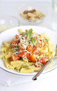20 minute Bruschetta Chicken Skillet Pasta Recipe