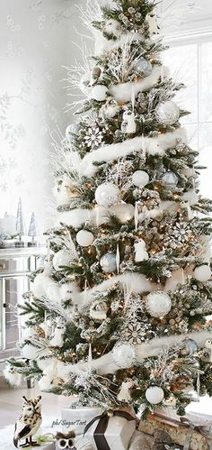 Holiday decorating - White on white Christmas tree with woodland creatures and white branches. Holiday decorating - White on white Christmas tree with woodland creatures and white branches. White Christmas Tree Decorations, White Christmas Trees, Beautiful Christmas Trees, Noel Christmas, All Things Christmas, Winter Christmas, Woodland Christmas, Christmas Tree With Feathers, Holiday Tree