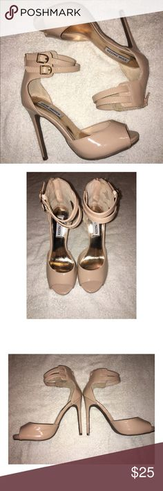 Steve Madden Nude Heels Right inner part of shoe is a little scuffed but other than that their in Good condition. Steve Madden Shoes Heels
