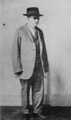 FIGURE 13-4 This patient wore suits too large for him in the delusional belief that he would appear taller to others. (Courtesy of Emil Kraepelin, M.D.)
