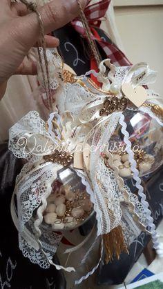 Χειροποίητα γούρια για τα Χριστούγεννα!Χειροποίητα γουτια για το 2019 by valentina-christina handmade products 2105157506 Homemade Christmas Decorations, Lucky Charm, Charms, Xmas, Diy Crafts, Ornaments, Art, Art Background, Christmas