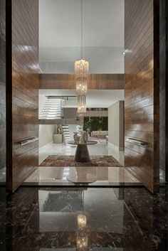 Residência Condomínio Hibisco: Corredores, halls e escadas clássicos por Estela Netto Arquitetura e Design