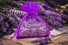 We offer advice on things to consider when choosing the colour scheme for a wedding. Use our tips to create a beautiful, fully coordinated setting at the wedding and reception! Main Colors, Accent Colors, Color Lavanda, Decoration Chic, Metallic Bag, Wedding Bag, Fabric Bags, Organza Gift Bags, Plan Your Wedding