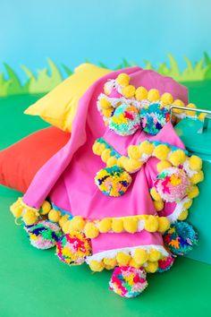 DIY Pom Pom Picnic Blanket