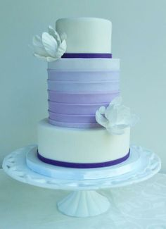 Wedding Cakes Pictures: purple and white theme