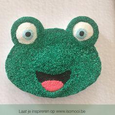 Een Isomooi basisfiguurtje van een kikker bekleed met foam clay ! Preschool Ideas, Modeling, Crochet Earrings, Clay, Craft, Clays, Modeling Photography, Models