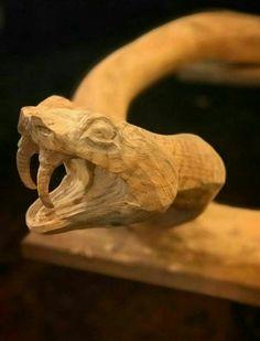 Wood Carving Faces, Dremel Wood Carving, Wood Carving Designs, Wood Carving Art, Bone Carving, Wood Bark, Intarsia Patterns, Snake Art, Walking Sticks And Canes