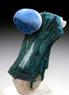 Types Of Crystals, Natural Crystals, Stones And Crystals, Minerals And Gemstones, Crystals Minerals, Rocks And Minerals, Cool Rocks, Semi Precious Gemstones, Malachite