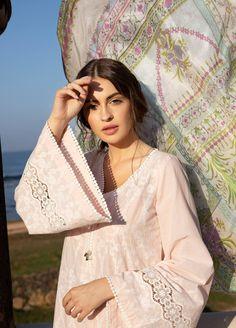 Beautiful Pakistani Dresses, Pakistani Dresses Casual, Indian Fashion Dresses, Pakistani Dress Design, Indian Designer Outfits, Designer Dresses, Stylish Dress Book, Stylish Dresses For Girls, Fancy Dress Design