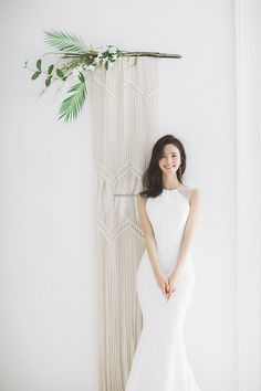 Brunch Wedding Guide And 26 Ideas - - Brunch Wedding Guide And 26 Ideas Wedding a minimalist mermaid wedding gown with sheer detailing is all you need to highlight your curves Pre Wedding Photoshoot, Wedding Poses, Wedding Shoot, Wedding Dresses, Wedding Images, Wedding Styles, Korean Wedding Photography, Brunch Wedding, Wedding Album