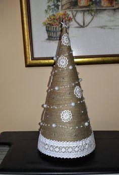 Fabric Christmas Trees, Small Christmas Trees, Christmas Tree Crafts, Christmas Table Decorations, Christmas Projects, Holiday Crafts, Christmas Wreaths, Christmas Ornaments, Christmas Picks