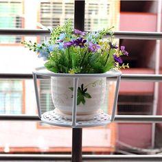 Balkon Saksısı Modeli İçin Alan Tasarrufu Sağlayan 26 Örnek | Fikir TV Planter Pots, Tv, Television Set, Television