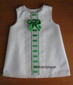 Risultati immagini per patrones vestidos bebe Frocks For Girls, Little Dresses, Little Girl Dresses, Baby Dress Design, Baby Frocks Designs, Baby Sewing, Toddler Dress, Kids Wear, Doll Clothes