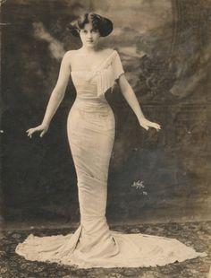 Lillian Lorraine, the most famous Ziegfeld girl 100 years ago, 1910s. fashion, dresses, ziegfeld girl, beauti, ziegfeld folli, vintage ladies, lillian lorrain, walk, photo