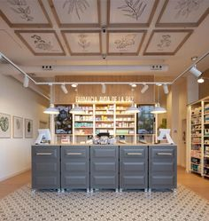 Boutique Interior, Showroom Interior Design, Cafe Interior, Interior Architecture, Beauty Brand Ideas, Tienda Natural, Inside Shop, Pharmacy Student, Cosmetic Shop