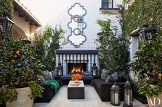 Khloé and Kourtney Kardashian Realize Their Dream Homes in California Are we in Morocco? Martyn Lawrence Bullard brought an exotic flair to the courtyard of Khloe Kardashian's California home. Living Pool, Outdoor Living Rooms, Outdoor Spaces, Outdoor Decor, Living Spaces, Outdoor Seating, Outdoor Stuff, Outdoor Lounge, Outdoor Fabric