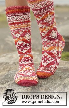 "Mexican Sunset - Knitted DROPS socks with Nordic pattern worked from toe up in ""Fabel"". - Free pattern by DROPS Design Knitted Slippers, Wool Socks, Crochet Slippers, Knit Crochet, Drops Design, Knitting Designs, Knitting Patterns Free, Free Knitting, Free Pattern"