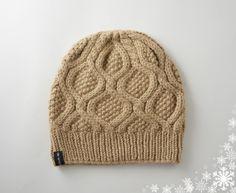 9853d3c7ac9f Bonnet beige orné de torsades tricoté main en baby alpaga   Chapeau, bonnet  par de-temps-en-temps