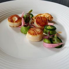 Scallops, Avocado, Jalapeno and Coriander. Plate from @goodfellows_ltd