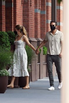 2000s Trends, Blake Lively Ryan Reynolds, Pulled Back Hairstyles, Floral Sundress, Bustier Dress, Hollywood Star, Jelly Sandals, Bold Fashion, Celebs