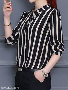 Cuello Mao Raya Vertical - berrylook.com Cheap Fashion, Womens Fashion, Parisian Chic, Lookbook, Vertical Stripes, Blouse Online, Blouse Styles, Street Style Women, Fitness Fashion
