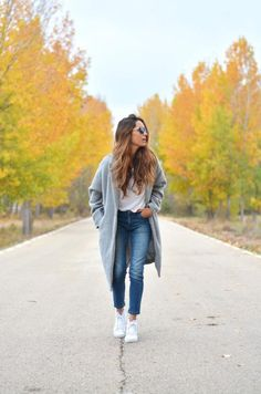 50 Jeans Outfits to Copy This Fall - Skinny jeans, white sneakers, and a cozy gray wool coat