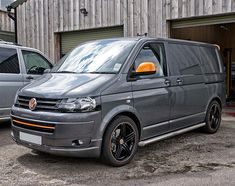 vw t5 camper - cool in grey with orange