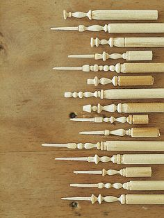 直径6ミリの円柱棒をつかいミニチュアのキャンドルスタンドを作りました。カッターのみ使用。木が折れないギリギリのところでカット。ギリギリ、ドキドキの作業に、...