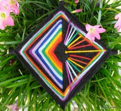 Ojos de Dios multicores. God's Eye Craft, Fabric Origami, Gods Eye, Mexican Art, Art Therapy, Fiber Art, Dream Catcher, Macrame, Weaving