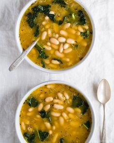Lemony Kale and White Bean Soup Delicious and easy white bean and kale soup or stew. An easy make-ahead meal or quick weeknight dinner idea, vegetarian and can be made vegan. Easy to make on the stove or in a slowcooker crockpot. Such a delicious fall and Vegan Soups, Vegetarian Recipes, Healthy Recipes, Vegetarian Options, Healthy Options, Savoury Recipes, Vegan Bean Soup, Butter Bean Soup, Kale Soup Recipes