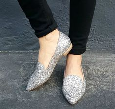 Ditch The Heels, We Picked Out 10 Party Flats To Dance The Night Away! http://thecurvyfashionista.com/2016/12/ditch-the-heels-10-party-flats/   Looking for a really cute pair of flats to wear for New Year's Eve? We picked out a few pairs that are fashionable and functional!