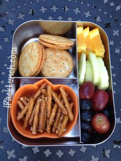 Peanut butter crackers, pretzels in @Lunchbots container