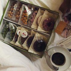 #친구가 선물로 준 #과자 셋트! 덕분에 아가들만 신났어 확실히 일본 과자는 아기자기한 #멋스러움이 있지~~게다가 맛있기도해^^♡♡ #Donut & #Mame set from my #friend. Kids go #crazy.