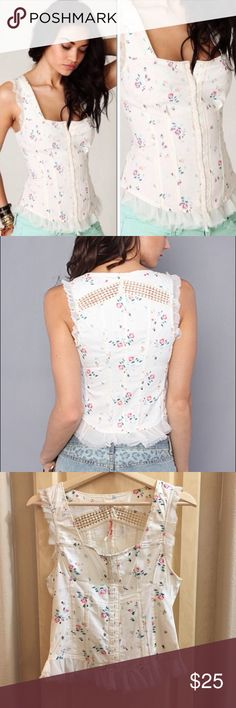 Free People Floral Bustier Top Free People Floral corset / bustier Style Top, closes up the front with hook and eye clasps and has boning in the sides for structure. Crochet detailing in the back, super cute for festival season! Size 8 but fits like a S/M. Free People Tops Tank Tops