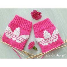 Knitting Charts, Knitting Socks, Baby Knitting, Wrist Warmers, Hand Warmers, Yarn Projects, Knitting Projects, Crochet Bebe, Knit Crochet