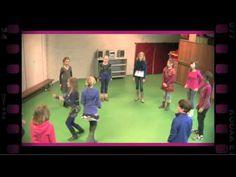 Klapspel (dramaoefening bij lesmethode DramaOnline) - YouTube