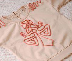 Un pull au cordon appliqué DIY