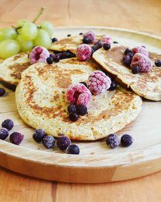 Ma passion pour les pancakes m'amène souvent à tester de nouvelles recettes histoire de varier les plaisirs ! Après les pancakes à la banane, j'ai voulu essayerune version sans farine, histoire d'obtenir des pancakes encore plus sains et légers. Le goût est toujours au rendez-vous: un vrai régal 🍌! Néanmoins, c'est vrai qu'on s'éloigne de…