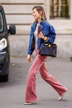 how to wear corduroy pants outfits ideas wide leg corduroy pants jean jacket Outfit Jeans, Jean Jacket Outfits, Pink Pants Outfit, Look Fashion, Girl Fashion, Womens Fashion, Modest Fashion, Fashion Outfits, Fashion Trends