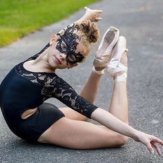 Dance Picture Poses, Dance Photo Shoot, Dance Poses, Dance Pictures, Dance Moms Funny, Dance Moms Dancers, Dance Moms Girls, Ballet Dancers, Kids Dance Photography